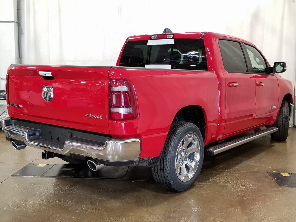 2019 Ram 1500 Crew Cab 4x4, Pickup #619125 - photo 2