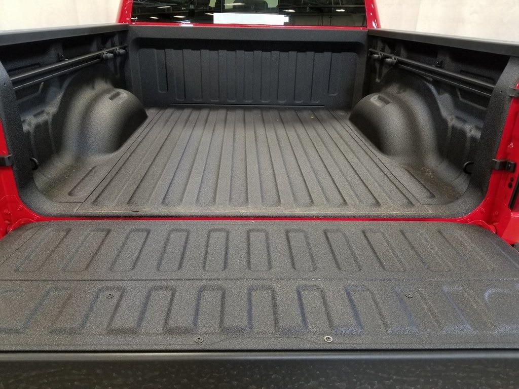 2019 Ram 1500 Crew Cab 4x4, Pickup #619125 - photo 9