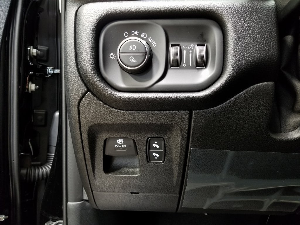 2019 Ram 1500 Crew Cab 4x4,  Pickup #619169 - photo 15