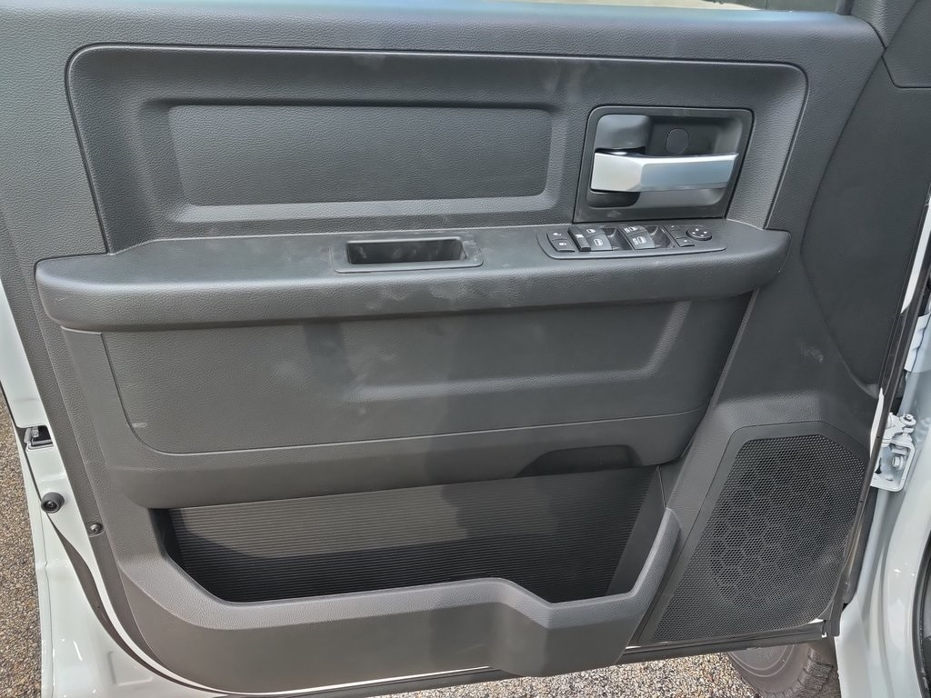 2019 Ram 5500 Crew Cab DRW 4x4, Cab Chassis #619281 - photo 9