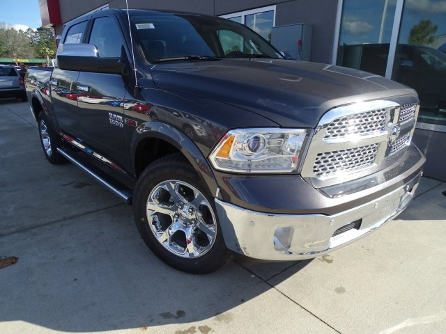 2017 Ram 1500 Crew Cab 4x4, Pickup #171389 - photo 3