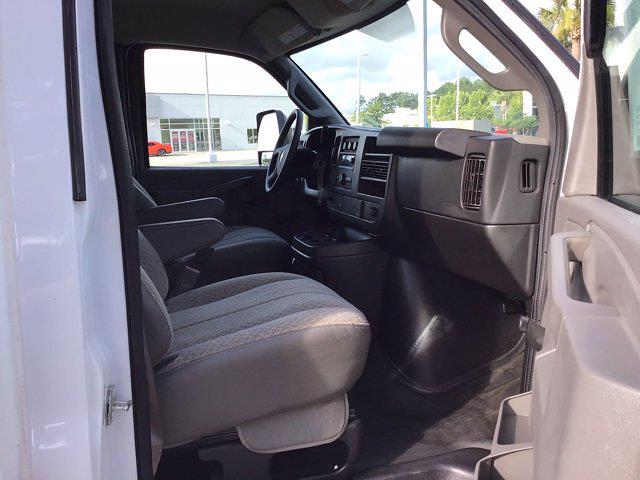 2017 Chevrolet Express 3500 DRW 4x2, Cutaway Van #M00720G - photo 25