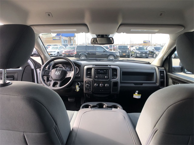 2019 Ram 1500 Crew Cab 4x4, Pickup #R19100 - photo 19