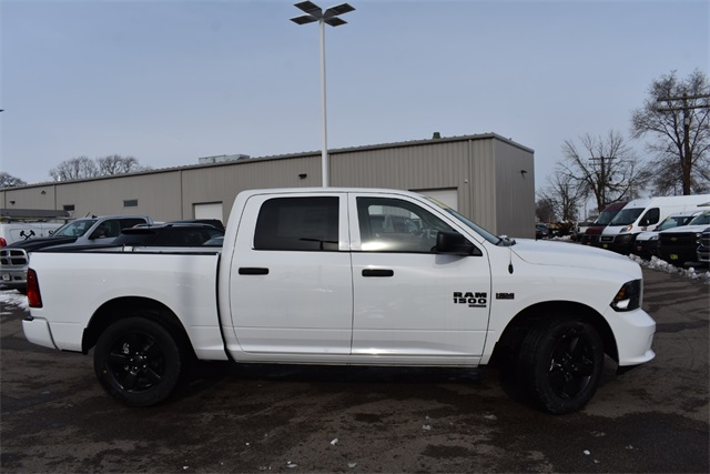2019 Ram 1500 Crew Cab 4x4, Pickup #R1620 - photo 3