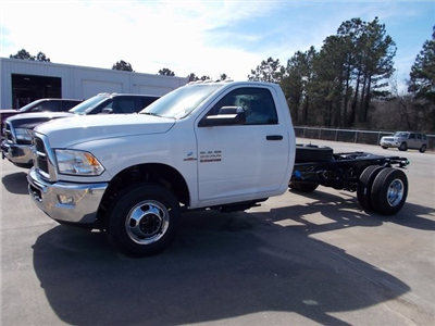 2018 Ram 3500 Regular Cab DRW, Cab Chassis #206324 - photo 3