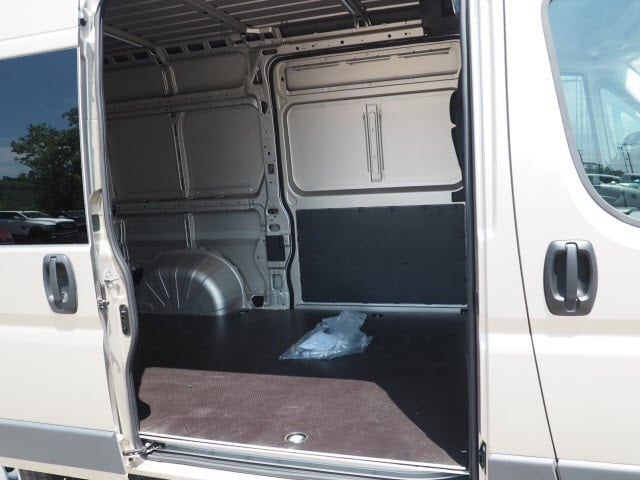 2018 ProMaster 2500 High Roof 4x2,  Empty Cargo Van #129352 - photo 7