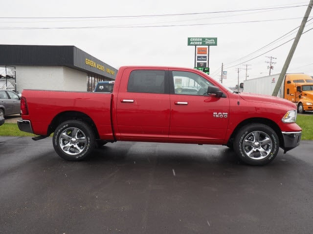2018 Ram 1500 Crew Cab 4x4, Pickup #227809 - photo 3