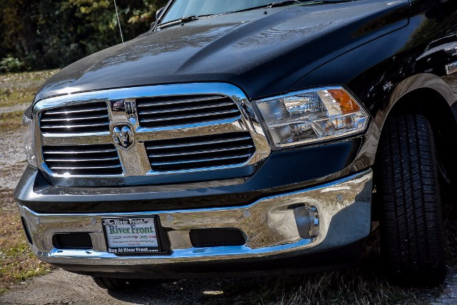 2018 Ram 1500 Crew Cab 4x4 Pickup #18099 - photo 5