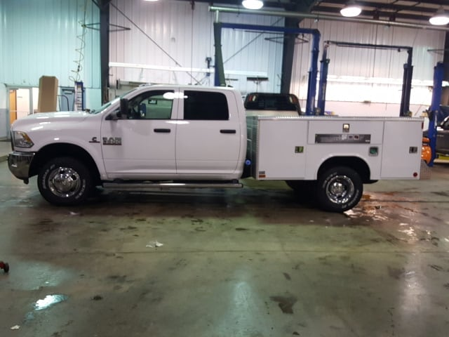 2018 Ram 3500 Crew Cab DRW 4x4, Service Body #8R029 - photo 14