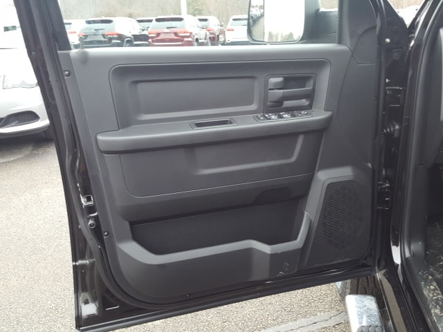 2018 Ram 3500 Crew Cab DRW 4x4, Platform Body #8R030 - photo 4