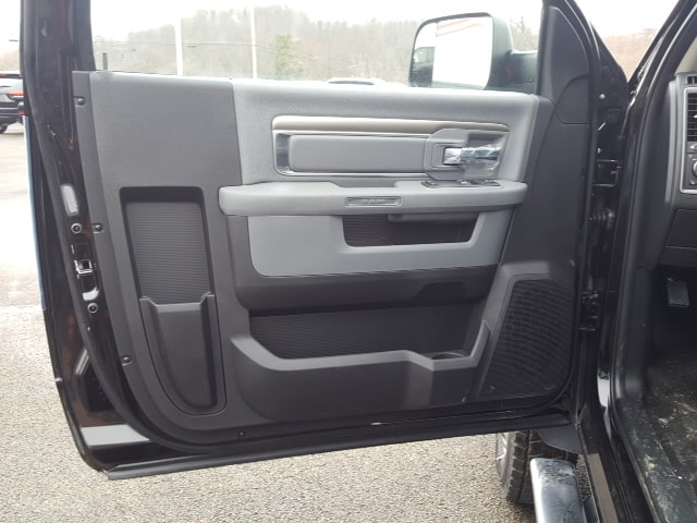 2018 Ram 5500 Regular Cab DRW 4x4, Cab Chassis #8R884 - photo 12