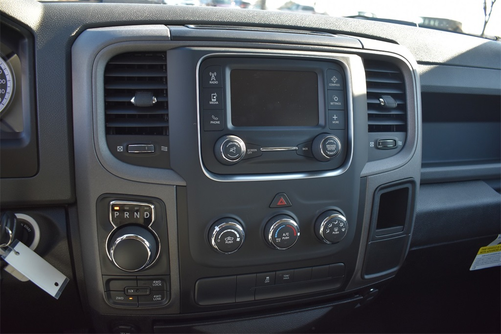 2019 Ram 1500 Crew Cab 4x4, Pickup #R2071 - photo 28