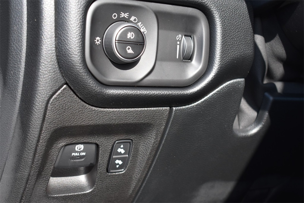2020 Ram 1500 Crew Cab 4x4, Pickup #R2463 - photo 17