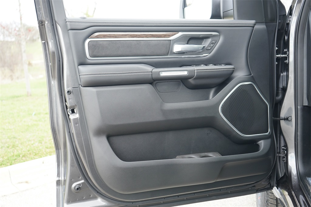 2020 Ram 1500 Crew Cab 4x4, Pickup #R2510 - photo 18