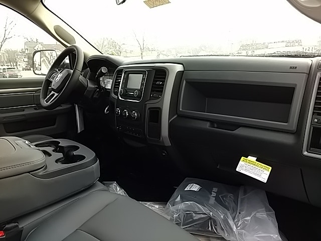 2018 Ram 5500 Regular Cab DRW, Cab Chassis #G185821 - photo 10