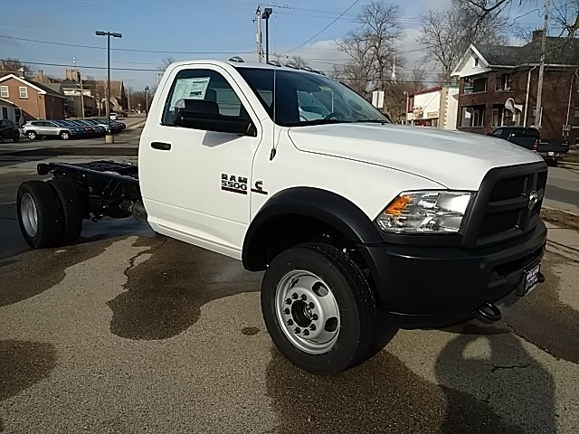 2018 Ram 5500 Regular Cab DRW, Cab Chassis #G185821 - photo 24