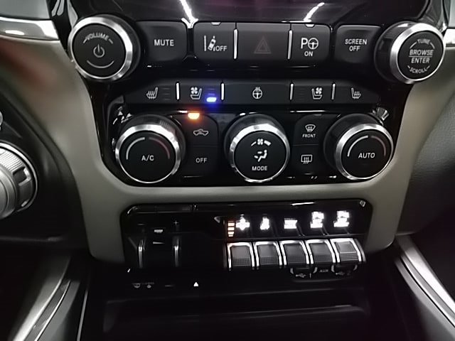 2019 Ram 1500 Crew Cab 4x4,  Pickup #N549969 - photo 18