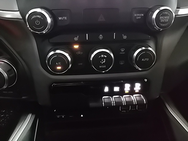 2019 Ram 1500 Crew Cab 4x4,  Pickup #N637287 - photo 17
