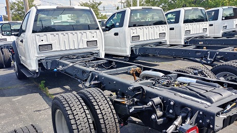 2017 F-550 Regular Cab DRW 4x4, Cab Chassis #4711 - photo 2