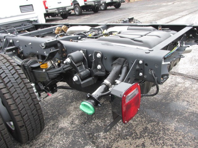 2019 F-550 Regular Cab DRW 4x4,  Cab Chassis #4872 - photo 7