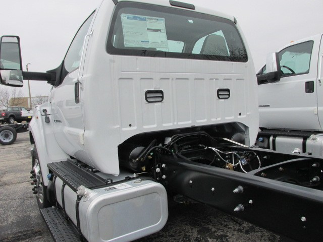 2019 F-750 Regular Cab DRW 4x2,  Cab Chassis #5020 - photo 9