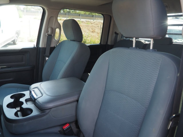 2017 Ram 3500 Crew Cab DRW 4x4, Platform Body #25792 - photo 13