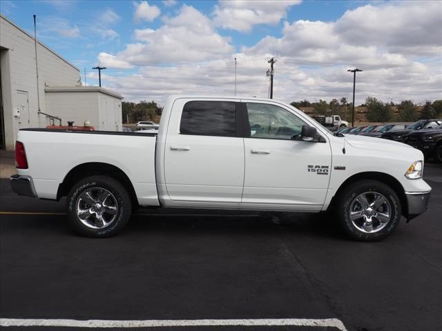 2019 Ram 1500 Crew Cab 4x4,  Pickup #559578 - photo 4
