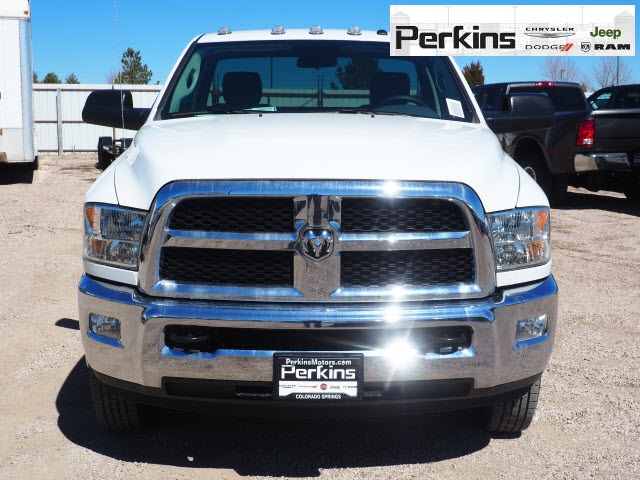 2018 Ram 3500 Regular Cab DRW 4x4,  Cab Chassis #598906 - photo 3