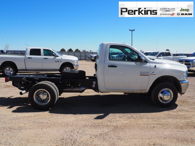 2018 Ram 3500 Regular Cab DRW 4x4,  Cab Chassis #598906 - photo 5