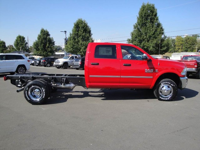 2018 Ram 3500 Crew Cab DRW 4x4 Cab Chassis #N77104 - photo 22
