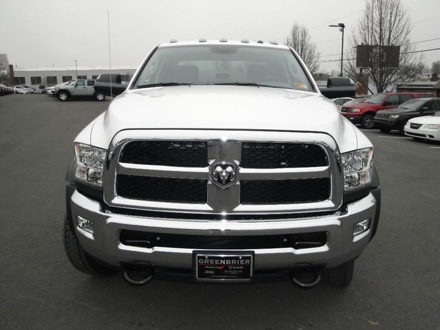 2018 Ram 5500 Crew Cab DRW 4x4 Cab Chassis #N77339 - photo 2