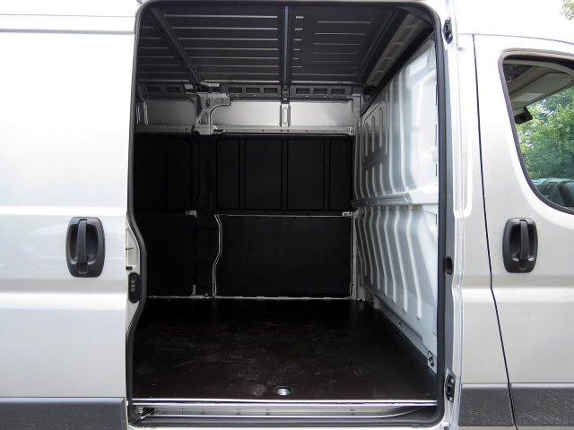 2018 ProMaster 2500 High Roof FWD,  Empty Cargo Van #R18282 - photo 7