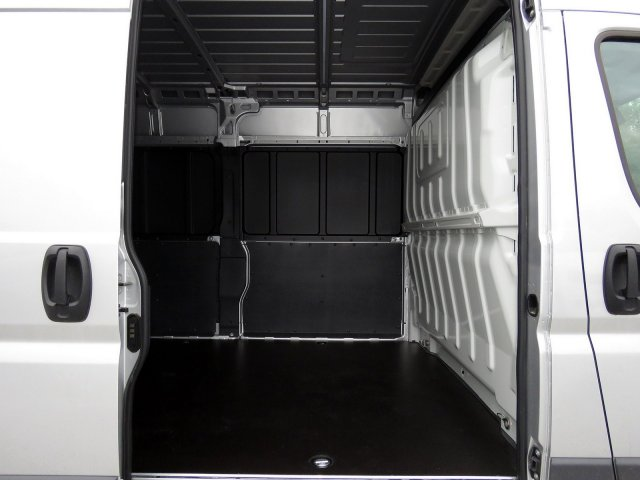 2018 ProMaster 2500 High Roof FWD,  Empty Cargo Van #R18293 - photo 7