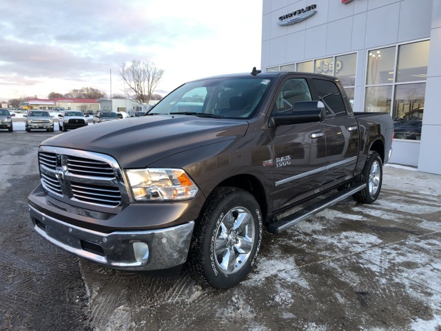 2018 Ram 1500 Crew Cab 4x4 Pickup #18078 - photo 4