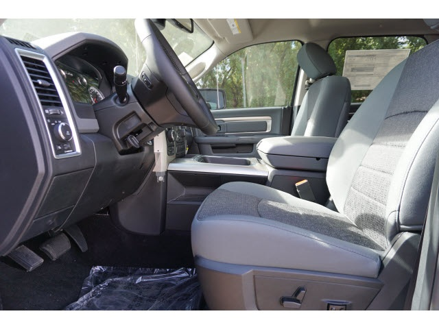 2018 Ram 1500 Crew Cab 4x4, Pickup #JS116352 - photo 4