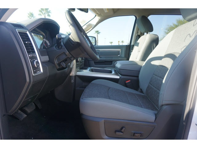 2018 Ram 1500 Crew Cab 4x4, Pickup #JS147035 - photo 4