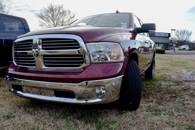 2017 Ram 1500 Crew Cab 4x4, Pickup #B1298 - photo 4