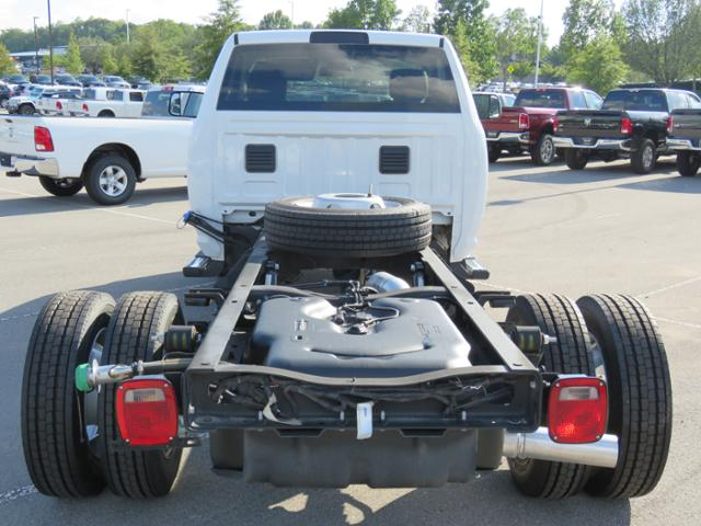 2018 Ram 5500 Regular Cab DRW 4x2,  Cab Chassis #JG243989 - photo 6
