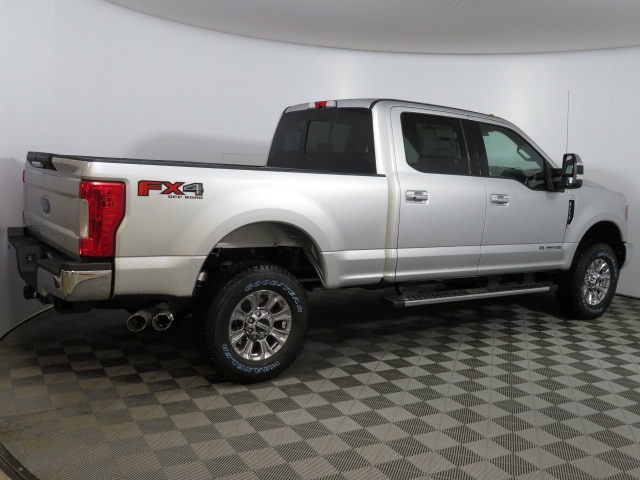 2018 F-250 Crew Cab 4x4, Pickup #T80914 - photo 4