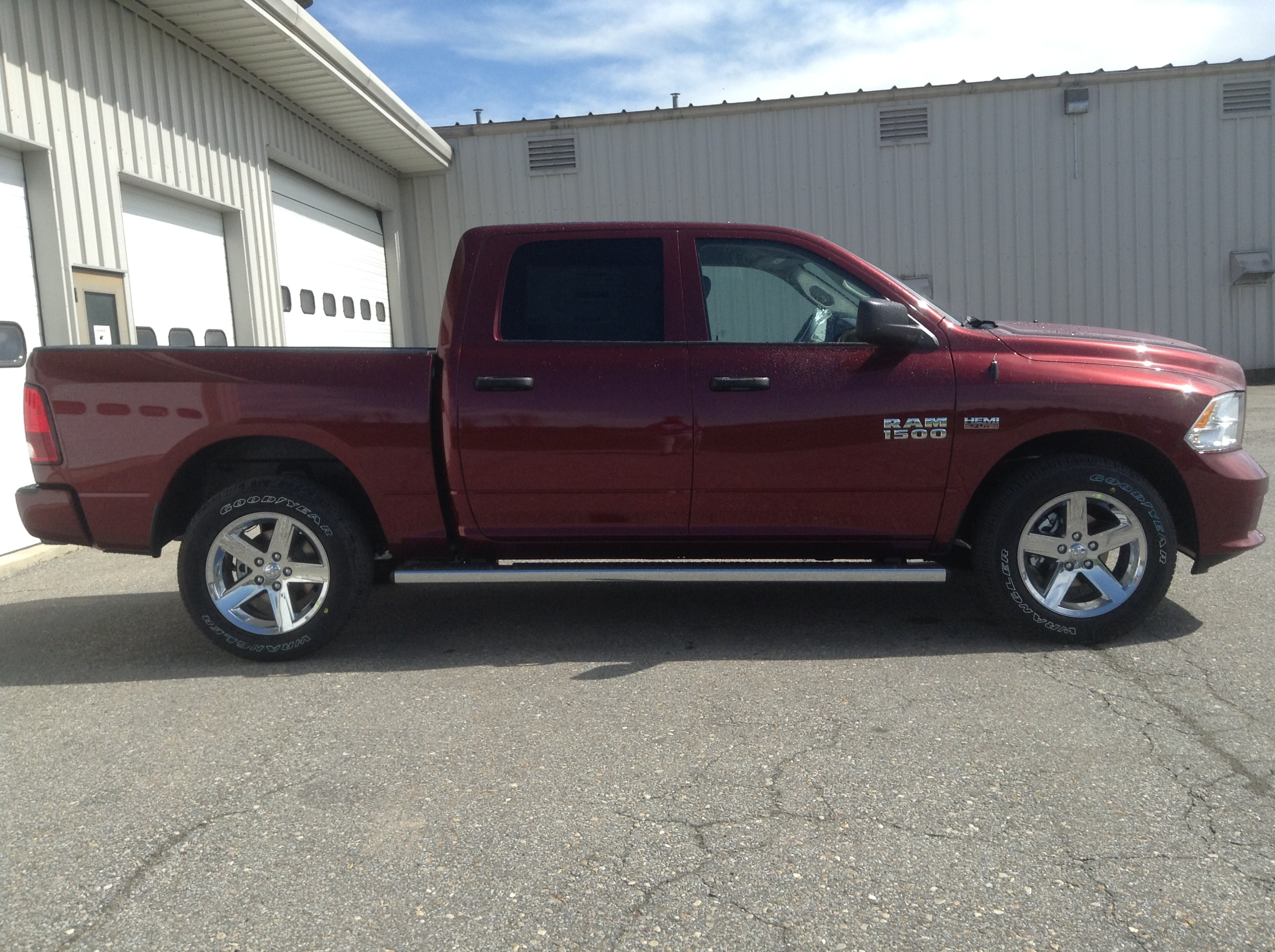 2017 Ram 1500 Crew Cab 4x4 Pickup #TK4917 - photo 5