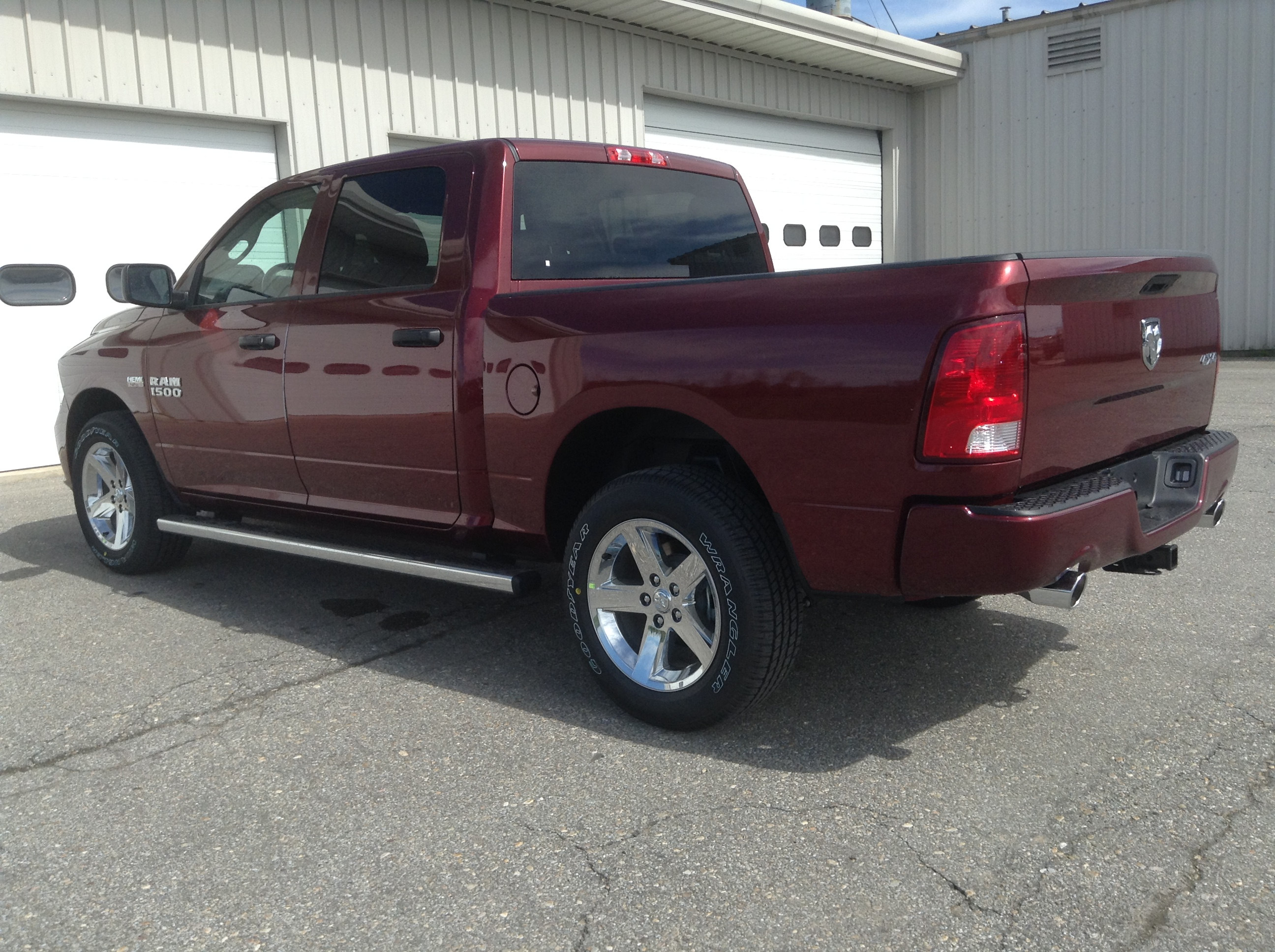 2017 Ram 1500 Crew Cab 4x4 Pickup #TK4917 - photo 2
