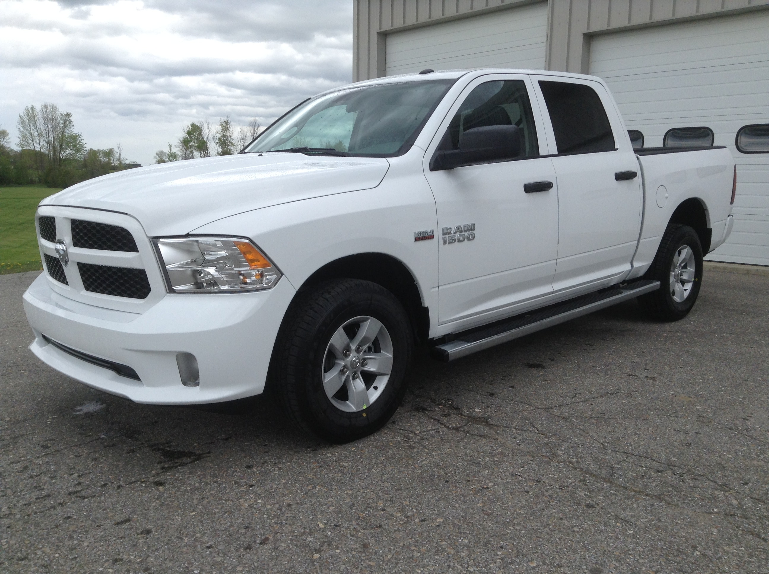 2017 Ram 1500 Crew Cab 4x4, Pickup #TK7817 - photo 1
