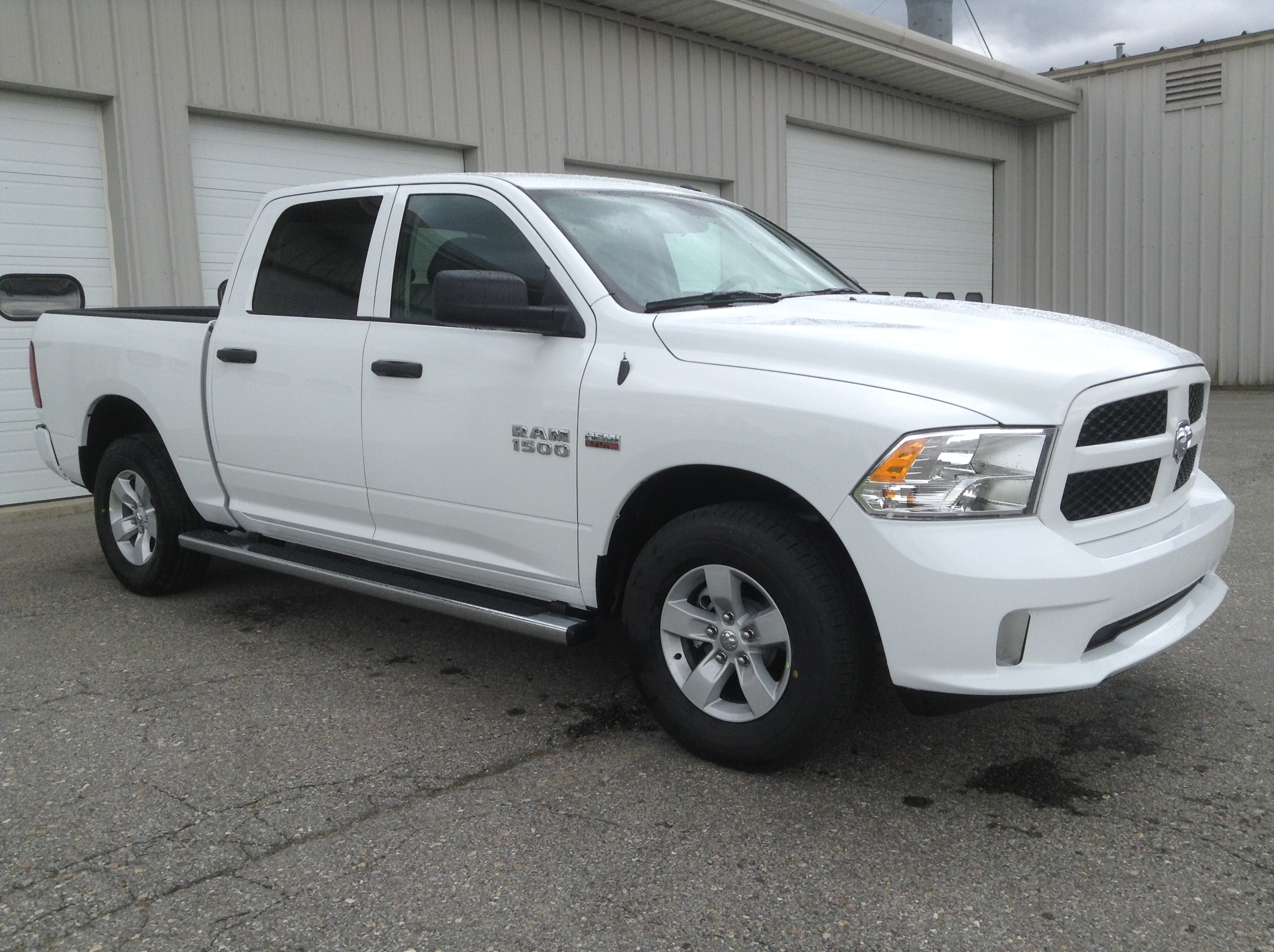 2017 Ram 1500 Crew Cab 4x4 Pickup #TK7817 - photo 4