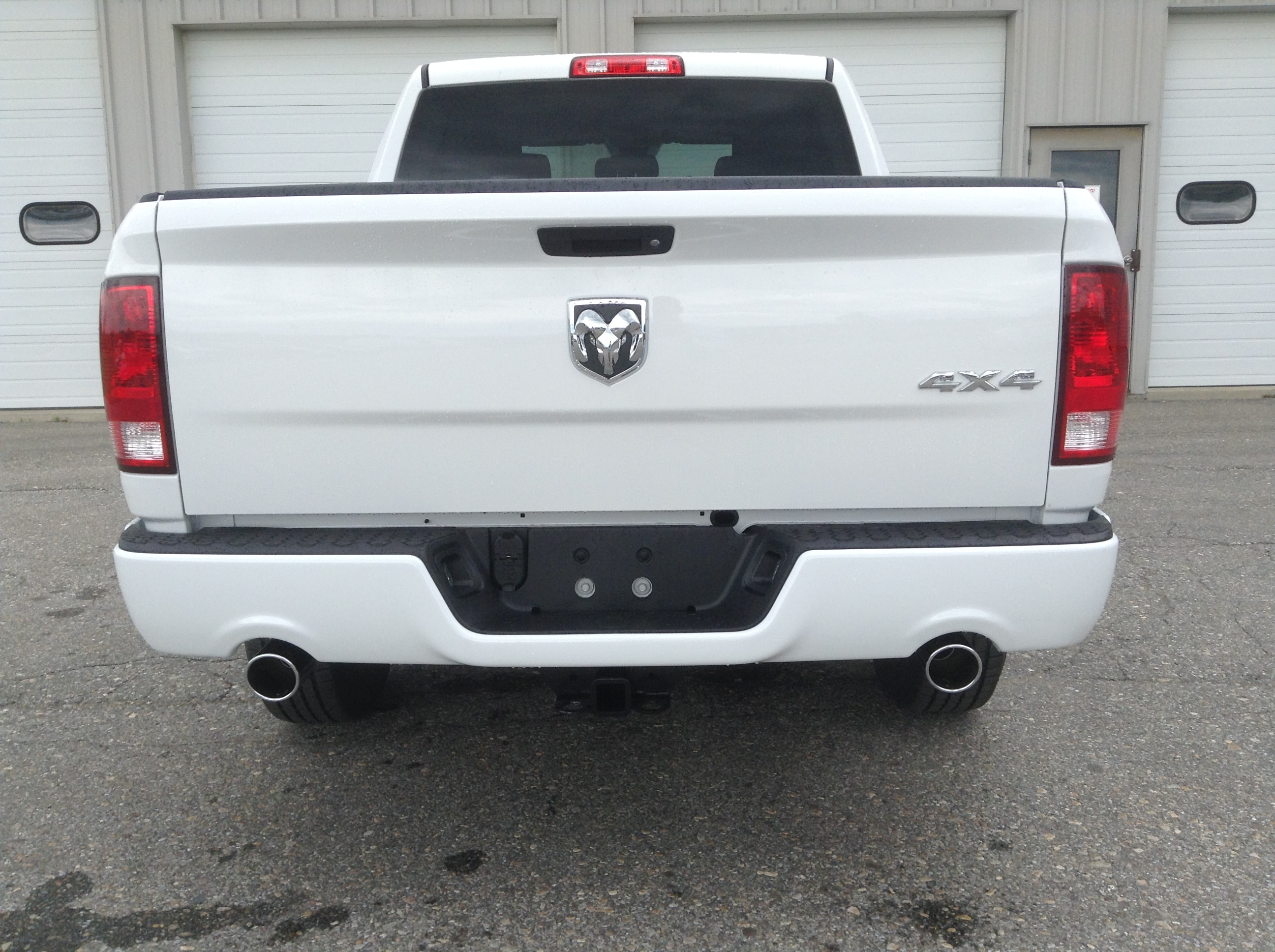 2017 Ram 1500 Crew Cab 4x4, Pickup #TK7817 - photo 7