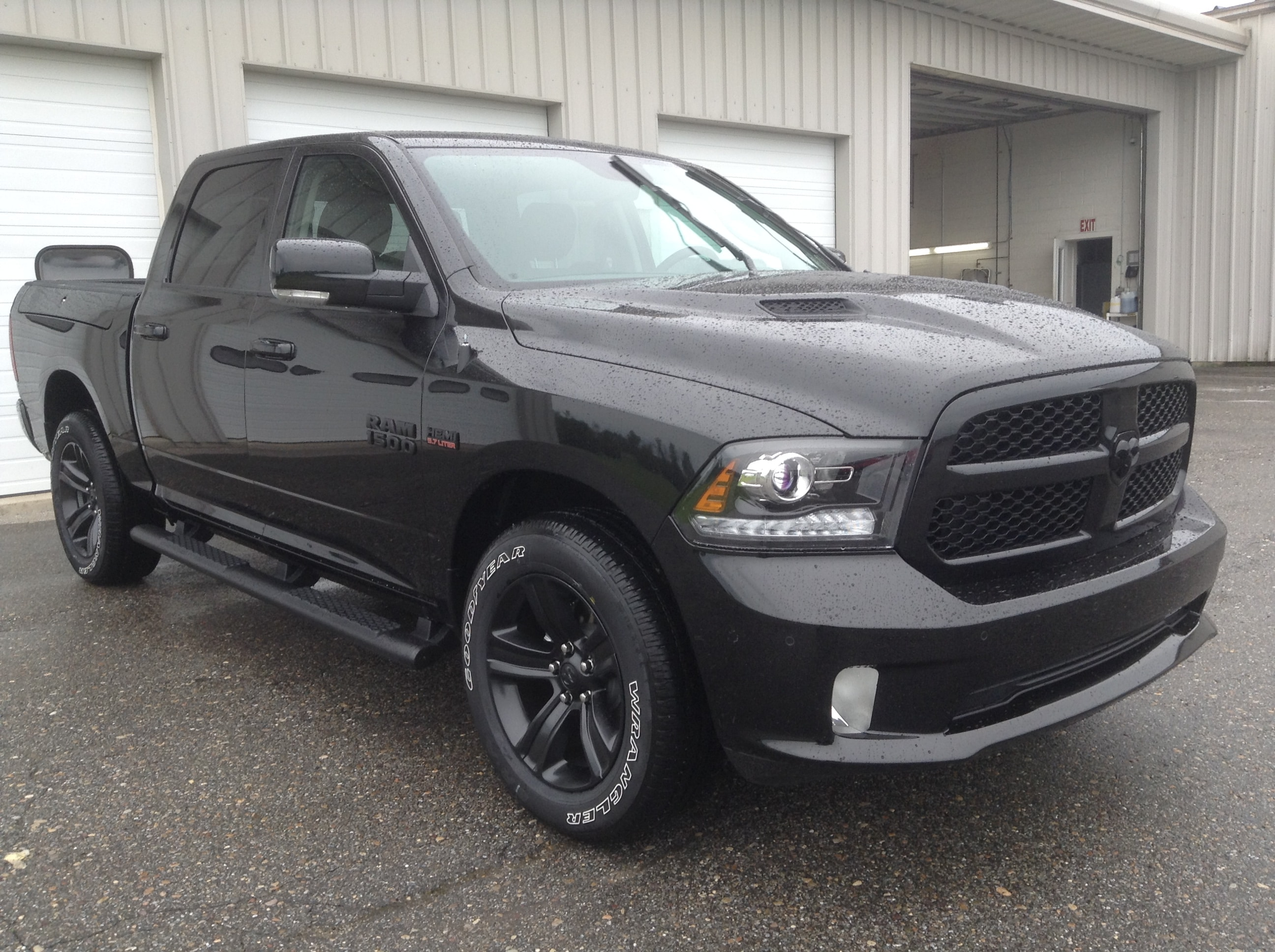 2017 Ram 1500 Crew Cab 4x4 Pickup #TK8817 - photo 4