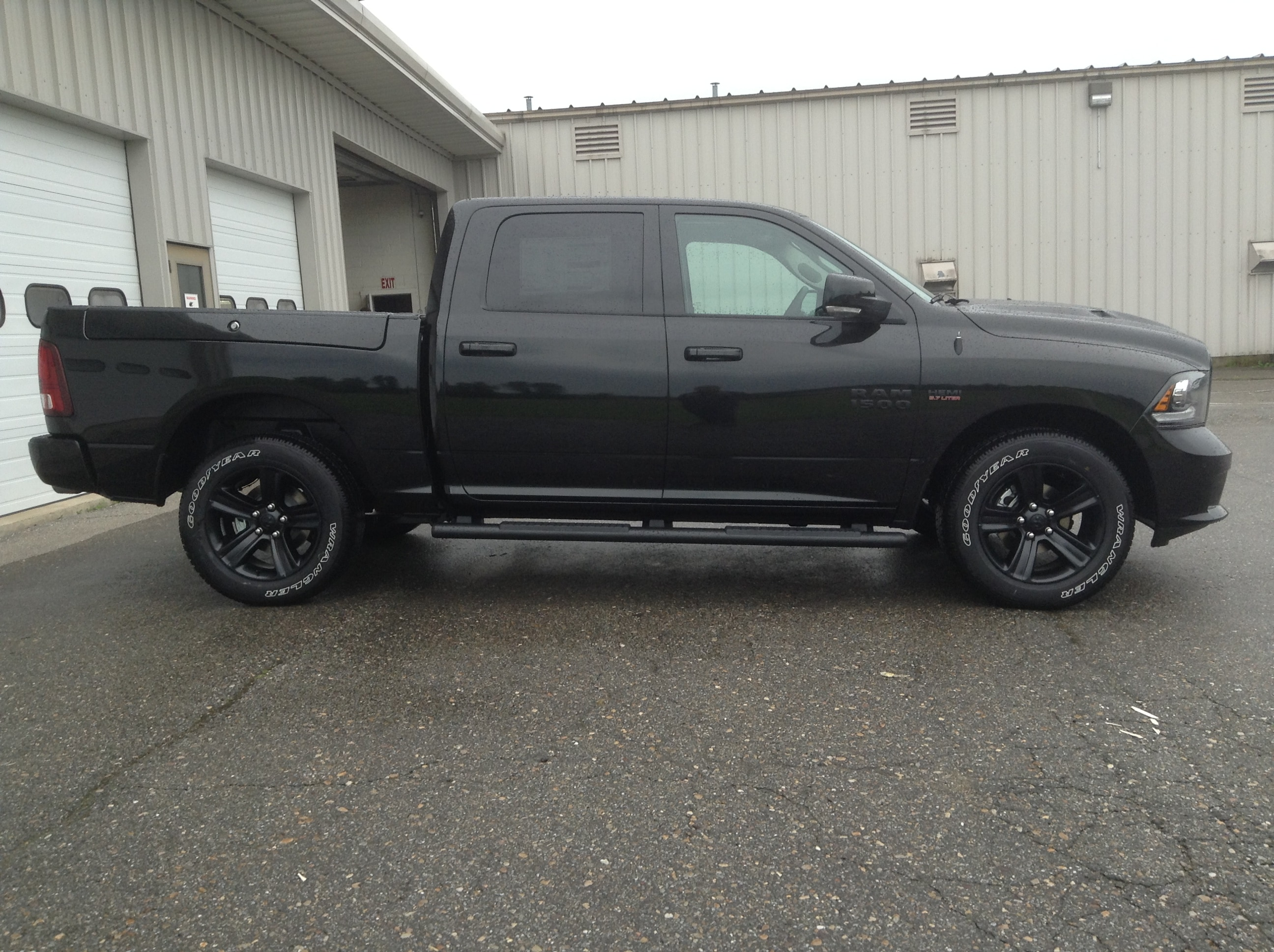 2017 Ram 1500 Crew Cab 4x4 Pickup #TK8817 - photo 5