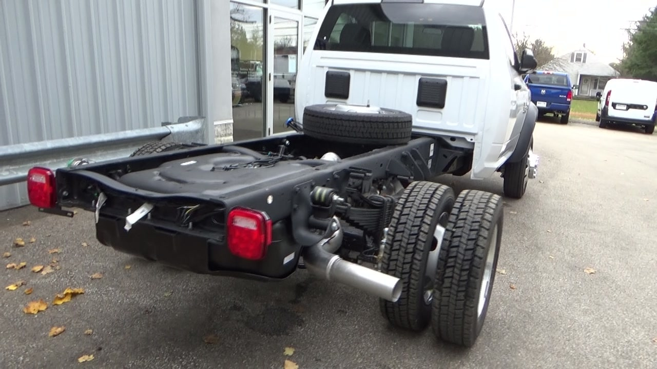 2018 Ram 5500 Regular Cab DRW 4x4,  Cab Chassis #JG352156 - photo 2