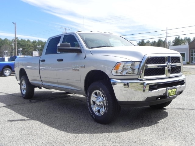 2018 Ram 3500 Crew Cab 4x4, Pickup #218310 - photo 3