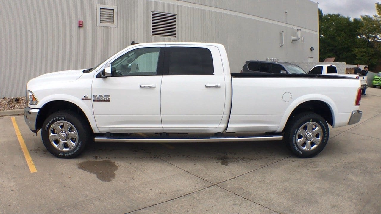 2018 Ram 3500 Crew Cab 4x4, Pickup #15304 - photo 3