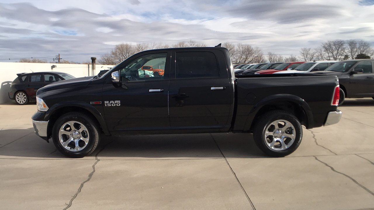 2017 Ram 1500 Crew Cab 4x4 Pickup #15352 - photo 8